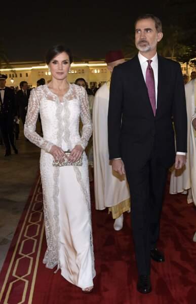 Letizia d'Espagne élégante dans une robe blanche virginale Felipe Verala