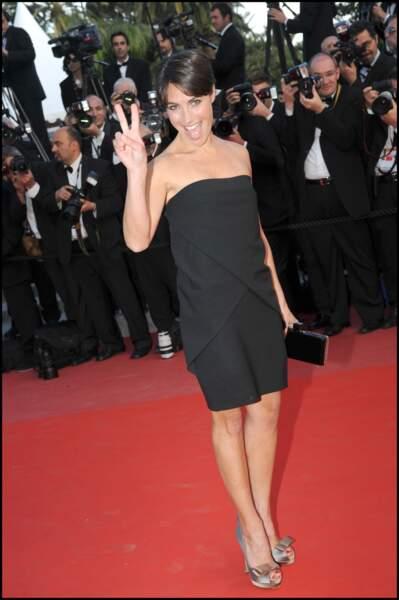 Alessandra Sublet et ses cheveux courts effet boule, à Cannes en 2010