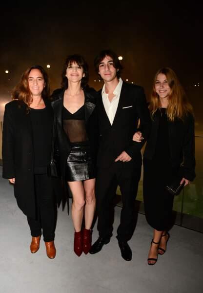 Sortie en famille pour Charlotte Gainsbourg, à présent résidente new-yorkaise.