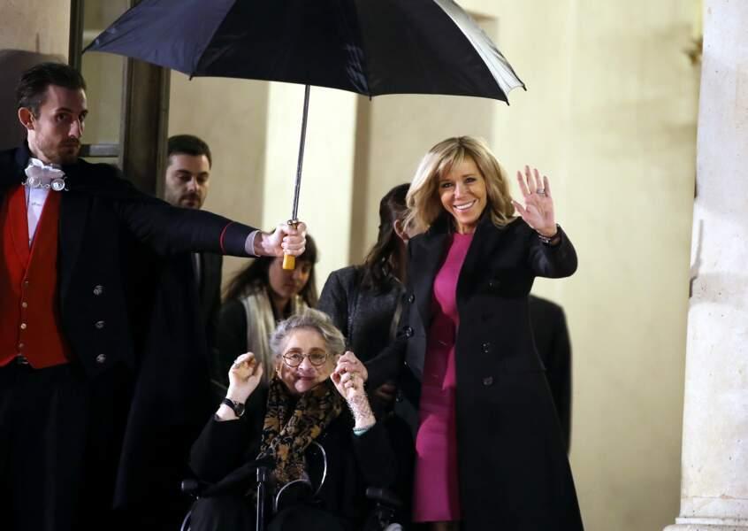 Brigitte Macron et la Première dame israélienne Nechama Rivlin sur le perron de l'Elysée ce 23 janvier
