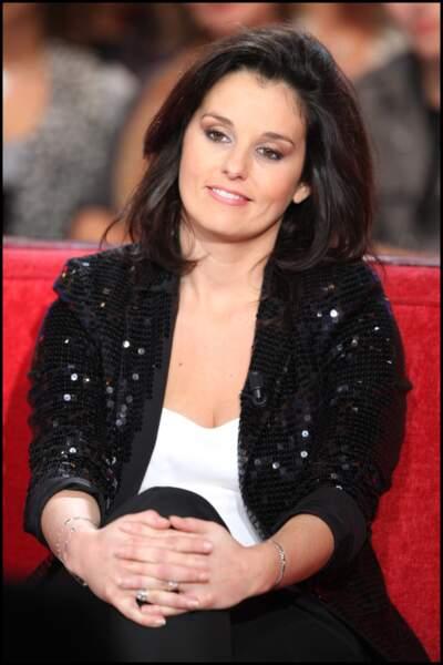 Faustine Bollaert avec une veste style disco le 2 décembre 2009