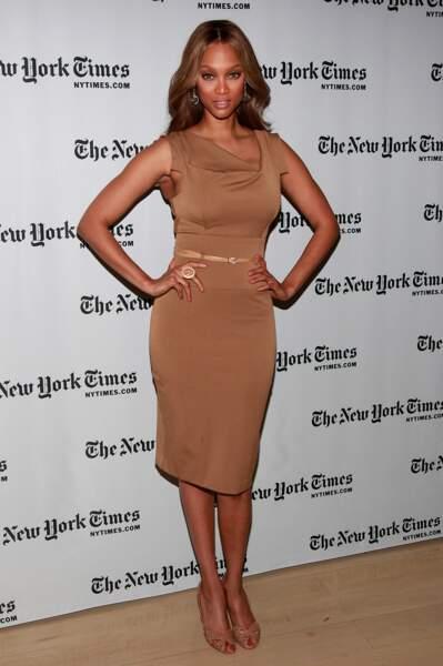 Tyra Banks a adopté la robe dans sa déclinaison camel, à l'occasion d'un événement à New York en 2009