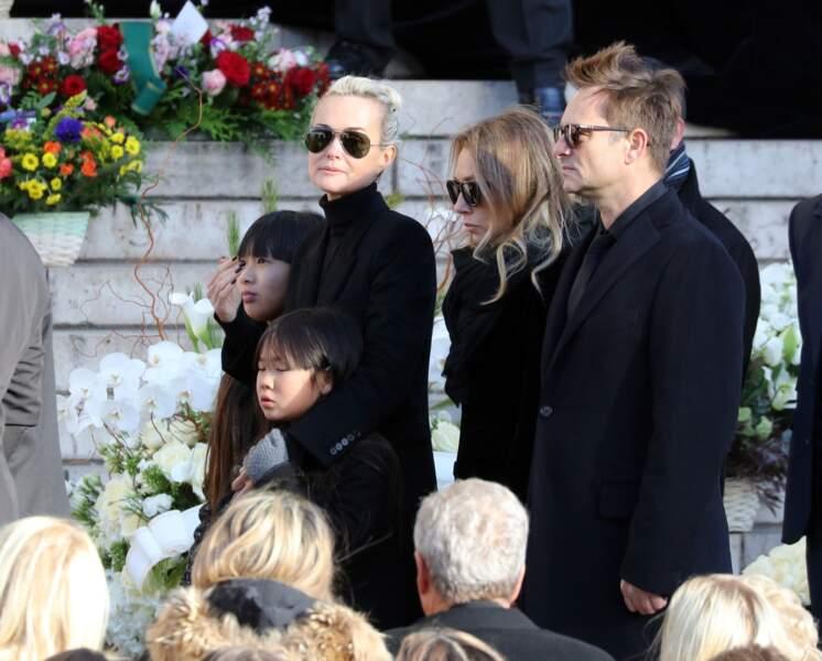 Convoi funéraire de Johnny Hallyday à l'église de Madeleine : la famille Hallyday unie dans l'épreuve