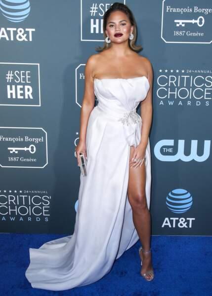 """Chrissy Teigen lors des """"Critics's Choice Awards"""", le 13 janvier 2019 à Santa Monica"""