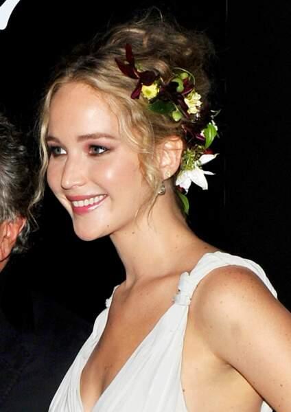 Jolie attache fleurie pour Jennifer Lawrence à New York