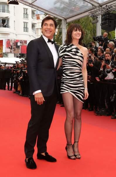 Charlotte Gainsbourg laissait apparaitre ses gambettes grâce à sa robe zébrée Saint Laurent by Anthony Vaccarello