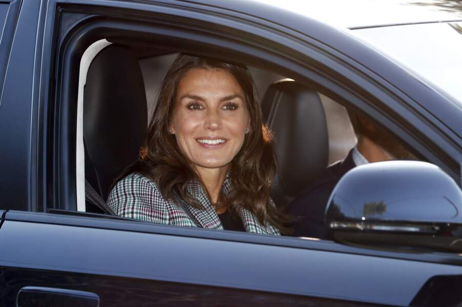 Toute bronzée, la reine Letizia d'Espagne a fait sensation lors de la rentrée des classes