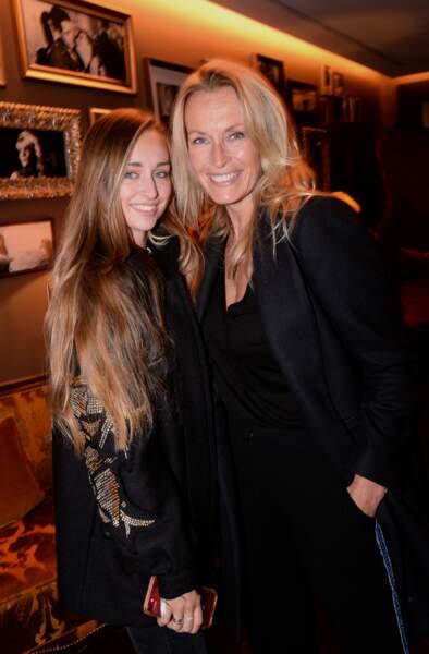 Estelle Lefébure et sa fille Emma lors de l'inauguration de l'Hôtel Fouquet's Barrière à Paris en septembre 2017.