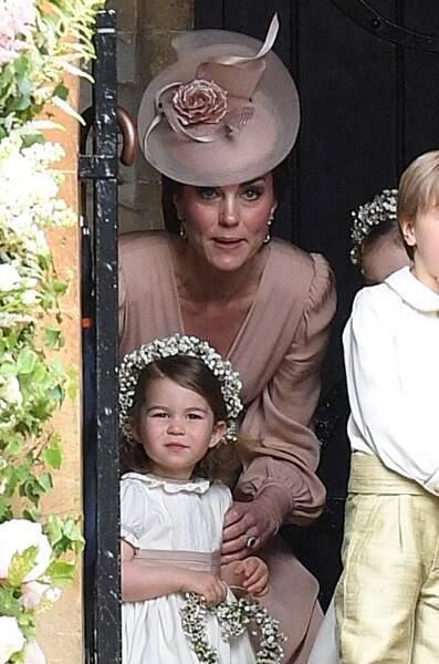 Kate Middleton et la princesse Charlotte jolie demoiselle d'honneur