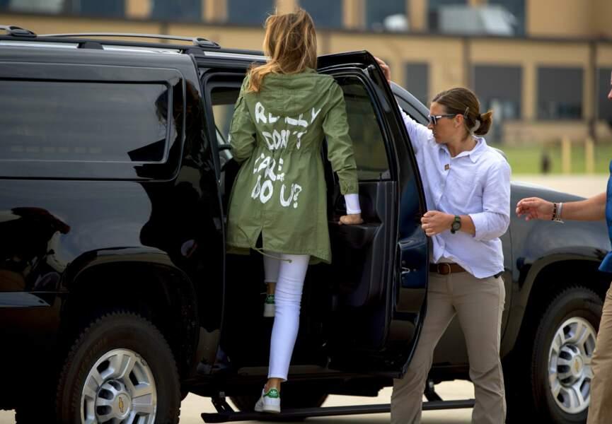 """Melania Trump et sa veste à message Zara """"I don't really care. Do U?"""", le 21 juin 2018"""