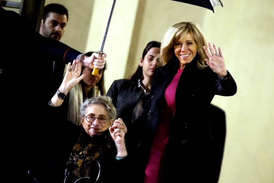 Brigitte Macron et la Première dame israélienne Nechama Rivlin, souriantes malgré le froid