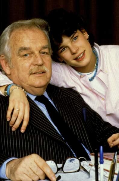 Rainier et Stéphanie posent dans leur appartement parisien, en 1981