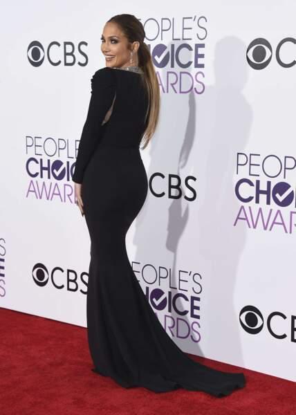 Jennifer Lopez est à tomber dans sa robe Reem Acra