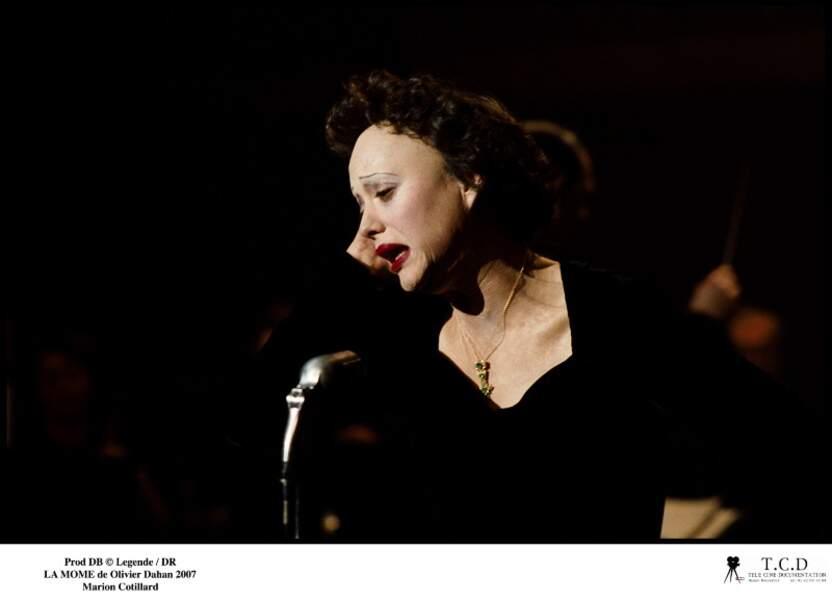 Marion Cotillard dans LA MÔME (2007)