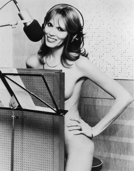 Acoquinée à Bryan Ferry, elle se met littéralement nu en studio, en 1970.