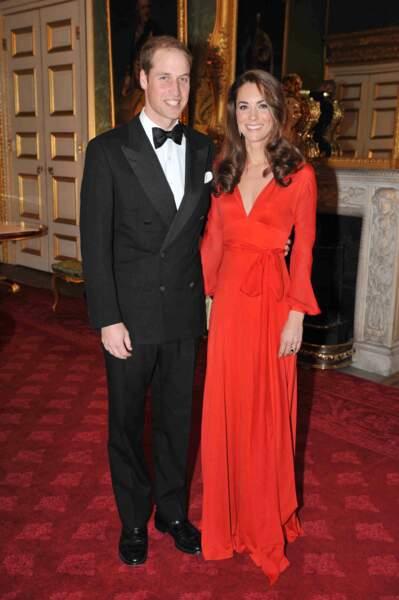 Le duc et la duchesse de Cambridge sont de tous jeunes mariés, en 2011, Kate arbore une taille de guêpe