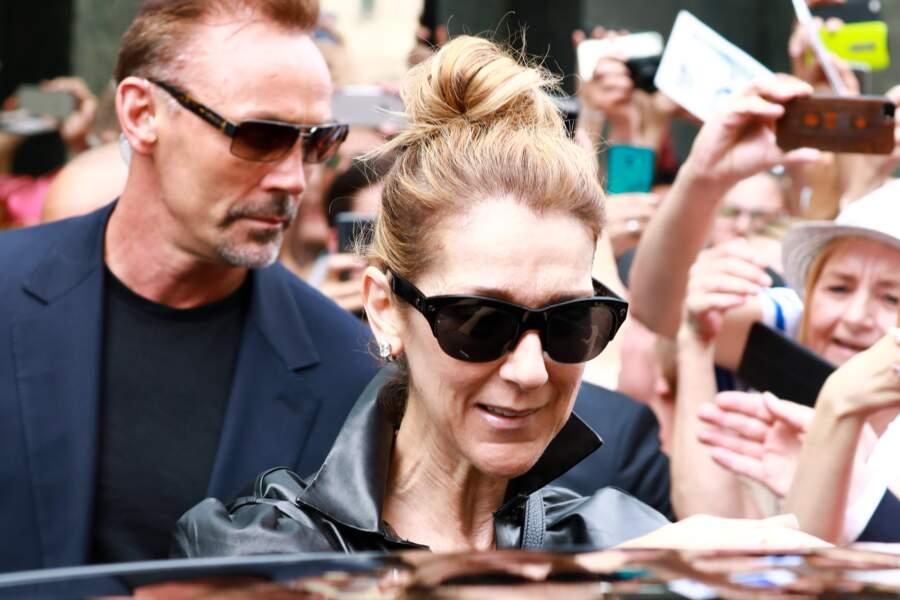 Céline Dion quitte accompagnée de Pepe Munoz l'hôtel Regent à Berlin, le 24 juillet 2017