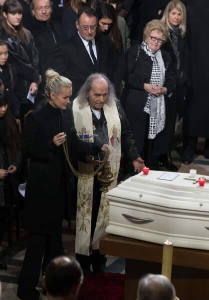Elyette Boudou, dite Mamie Rock, assiste à l'hommage rendu à Johnny Hallyday après sa mort à la Madeleine, à Paris