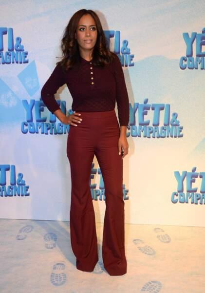 """Amel Bent était à l'avant-première du film """"Yéti et compagnie"""" au Gaumont Opéra en total look rouge."""