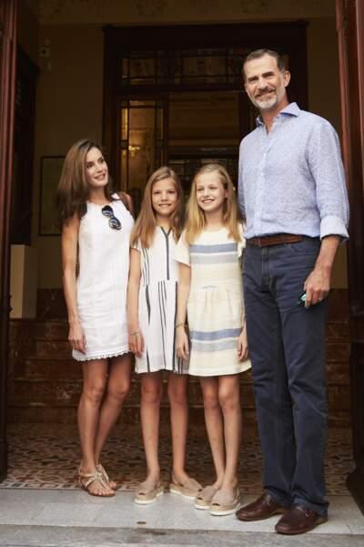 Un nouvelle petite photo de famille avec le roi Felipe VI, Letizia d'Espagne et leur deux filles Leonor et Sofia
