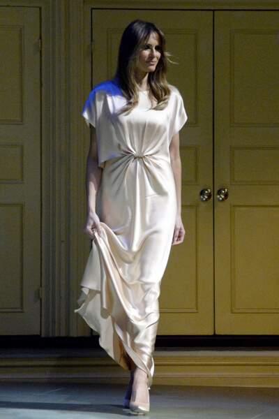 Melania Trump en robe en satin Monique Lhuillier, au gala caritatif du théâtre Ford à Washington, le 4 juin 2017