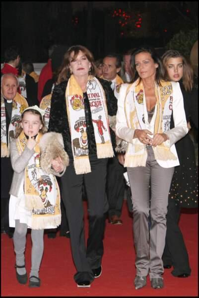 Alexandra de Hanovre, sa mère Caroline, la princesse Stéphanie et Charlotte Casiraghi le 19 janvier 2008