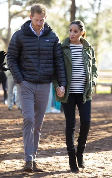 Meghan Markle enceinte et casual chic en jean et marnière, et parka J.Crew au Maroc le 25 février