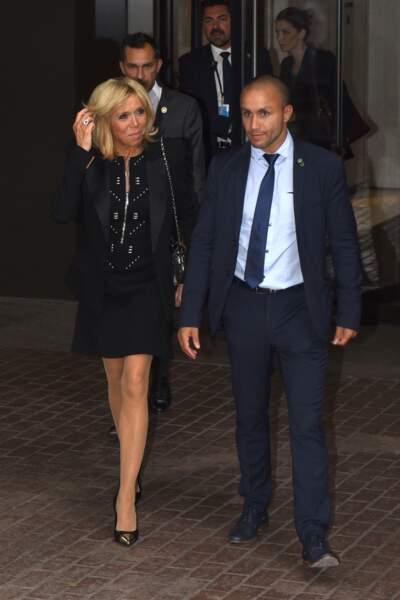 Brigitte Macron très chic en robe noire à zip à New York