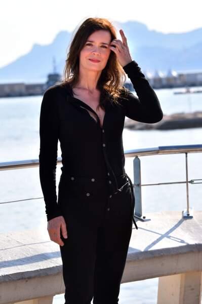 """Caroline Proust lors du photocall de la série """"Engrenages""""à Cannes le 3 avril 2017"""