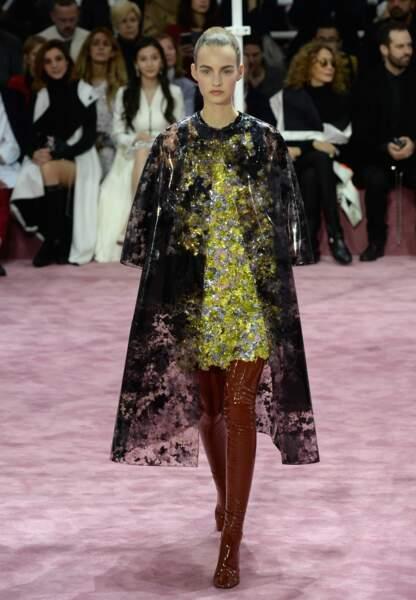 Robe richement brodée et manteau en plastique imprimé photographique