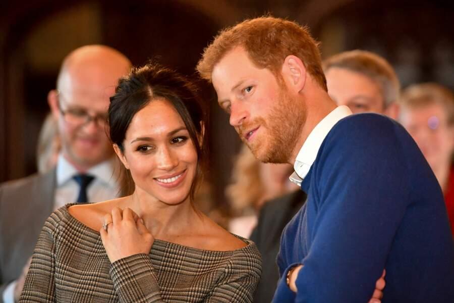 Le prince Harry et sa fiancée Meghan Markle, très complices, visitent le château de Cardiff le 18 janvier 2018.