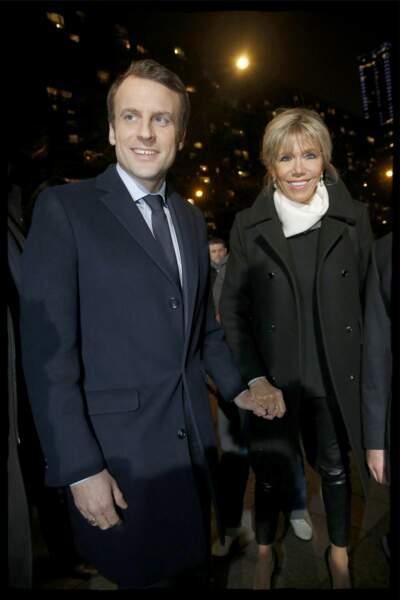 """Brigitte & Emmanuel Macron, candidat """"En marche"""" arrivent au 32e dîner annuel du CRIF à Paris, le 22 février 2017."""