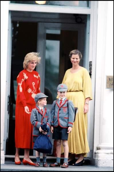 La princesse Diana accompagne William et Harry le jour de la rentrée à la Wetherby School de Londres en 1989