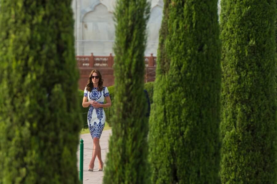 Kate dans les jardins du Taj Mahal - Inde - ABACA