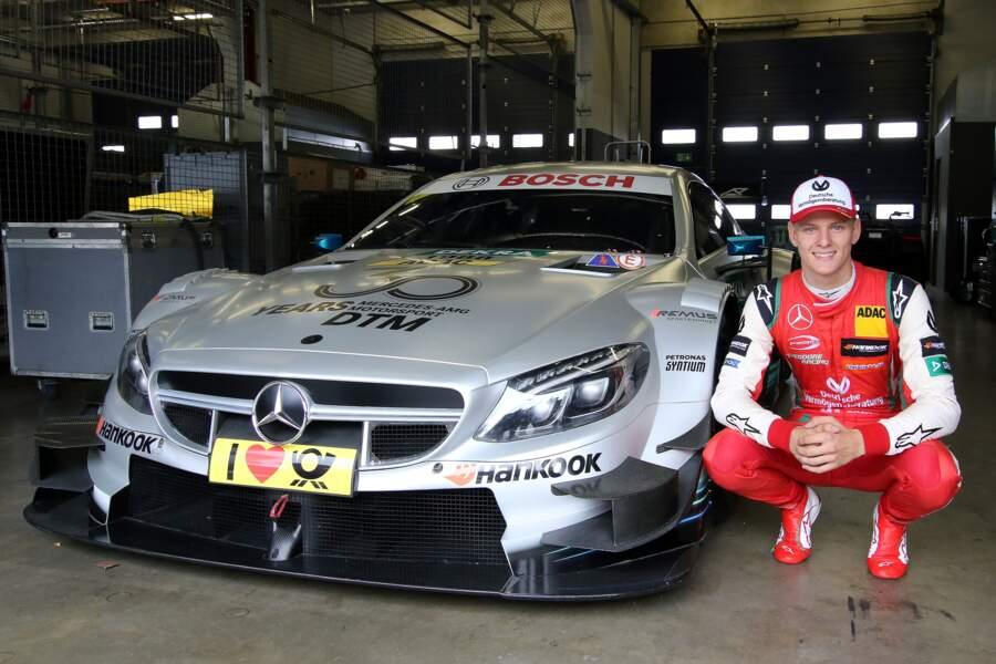 Mick Schumacher en exhibition sur une Mercedes-AMG de course DTM au circuit automobile Nürburgring