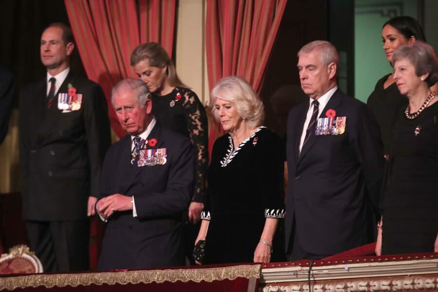 Meghan, avec Charles et Camilla lors d'un concert commémoratif au Royal Albert Hall, le 10 novembre 2018