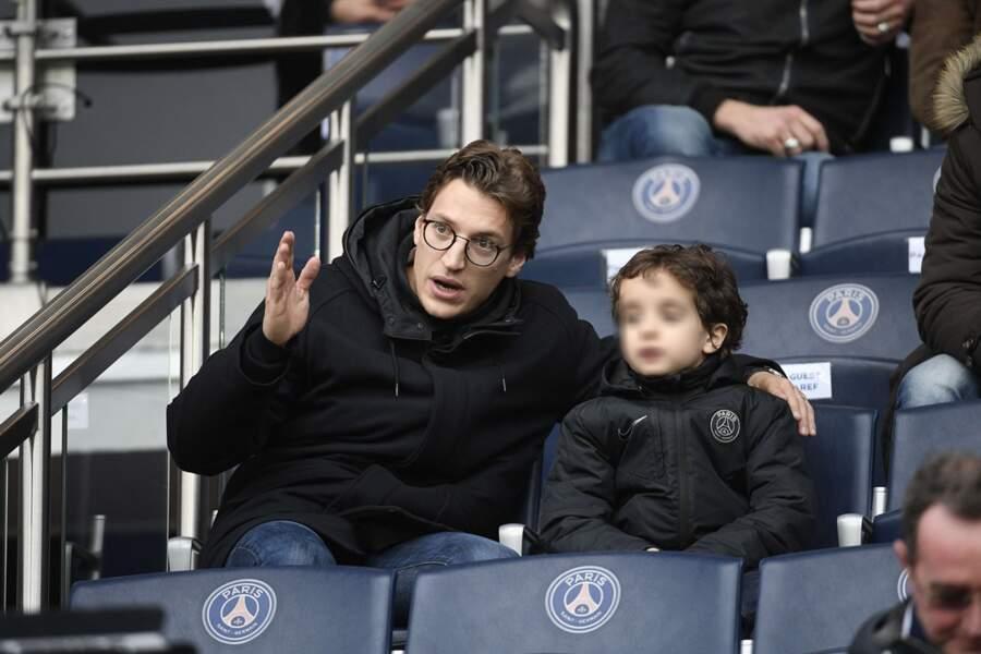 Jean Sarkozy détaille le match à son fils Solar
