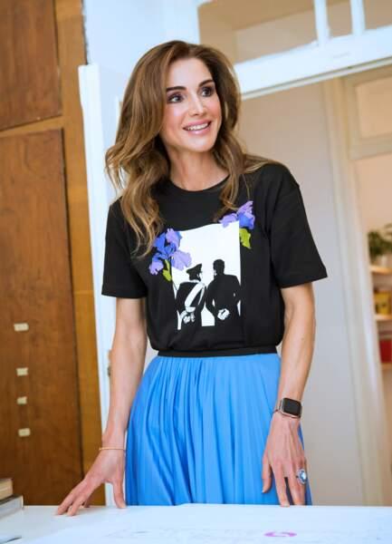 Rania de Jordanie portait un t-shirt qui représentait, en ombre, son fils et son mari