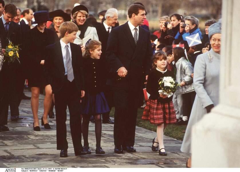 Eugénie d'York et Béatrice d'York, avec leurs cousins, les princes William et Harry, en novembre 1997