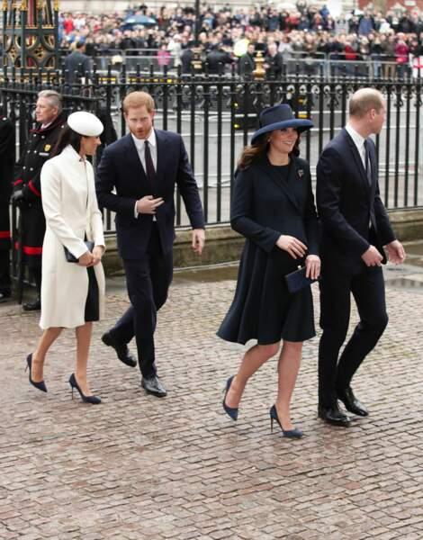 Prince Harry et Meghan Markle, William et Kate Middleton tous en bleu et blanc