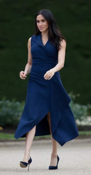 Meghan Markle : Sa robe Dion Lee fendue sur ses jambes fines.