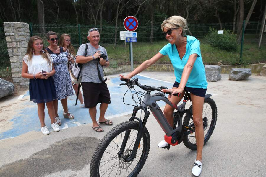 Sortie vélo pour Brigitte Macron