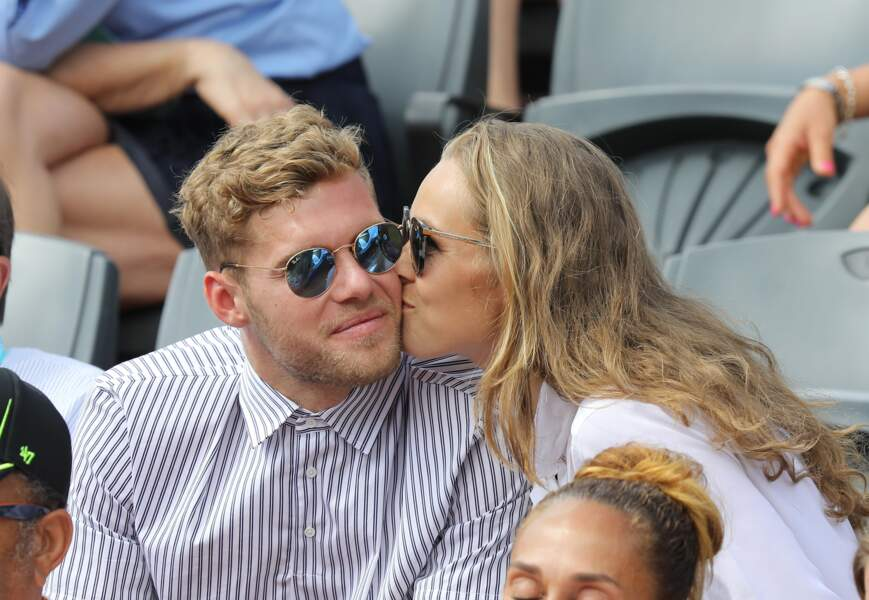 Kevin Mayer (Champion du monde de Décathlon) et sa compagne Delphine Jariel à Roland Garros le 2 juin 2018