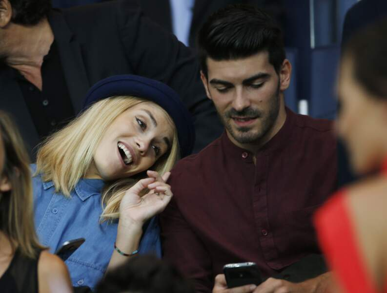 Joy Esther et Andrea Condorelli, très complices devant un match de foot