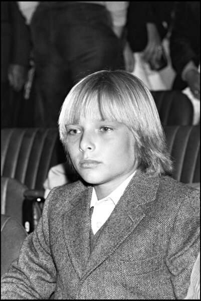 David, à 13 ans, l'air sérieux devant les photographes mais déjà l'âme d'un rockeur qui maîtrise la batterie !