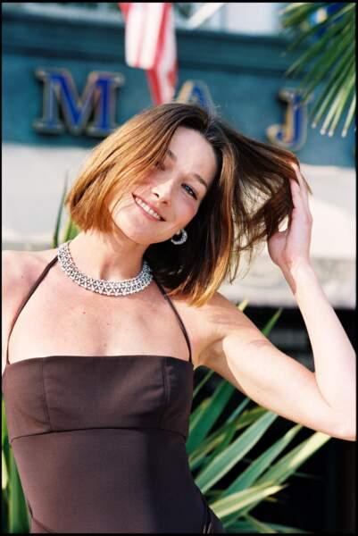 Carla Bruni et son carré court droit, au Festival de Cannes en 1998