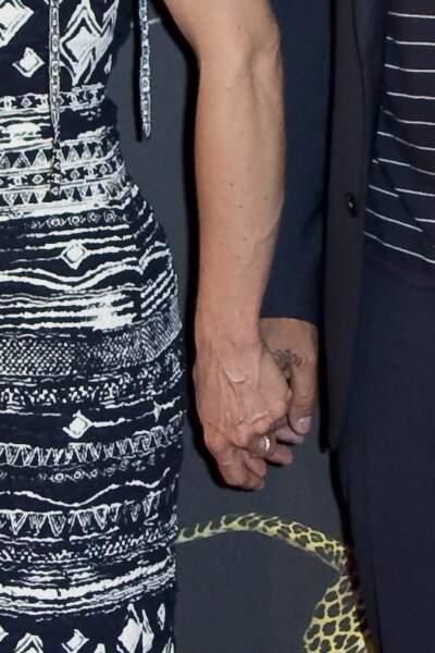 """Vanessa Paradis et Samuel Benchetrit main dans la main lors de la première du film """"Chien"""""""