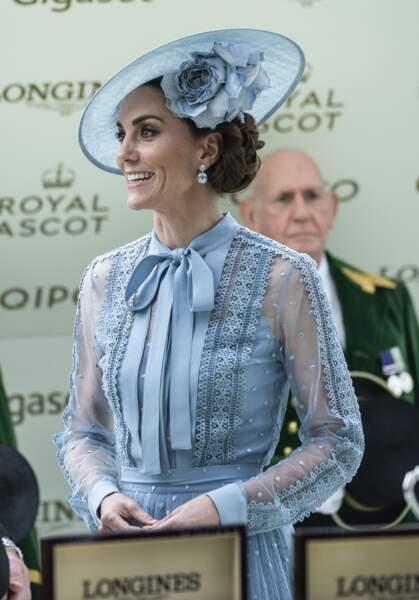 Kate Middleton absolument radieuse en robe Elie Saab pour le Royal Ascott