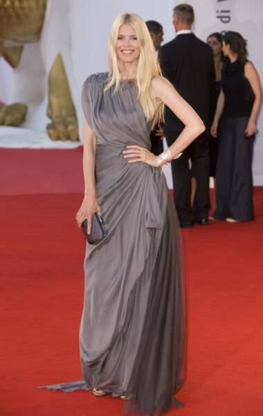 Claudia Schiffer laisse pousser ses cheveux pour le 65ème festival du film de Venise en 2008.