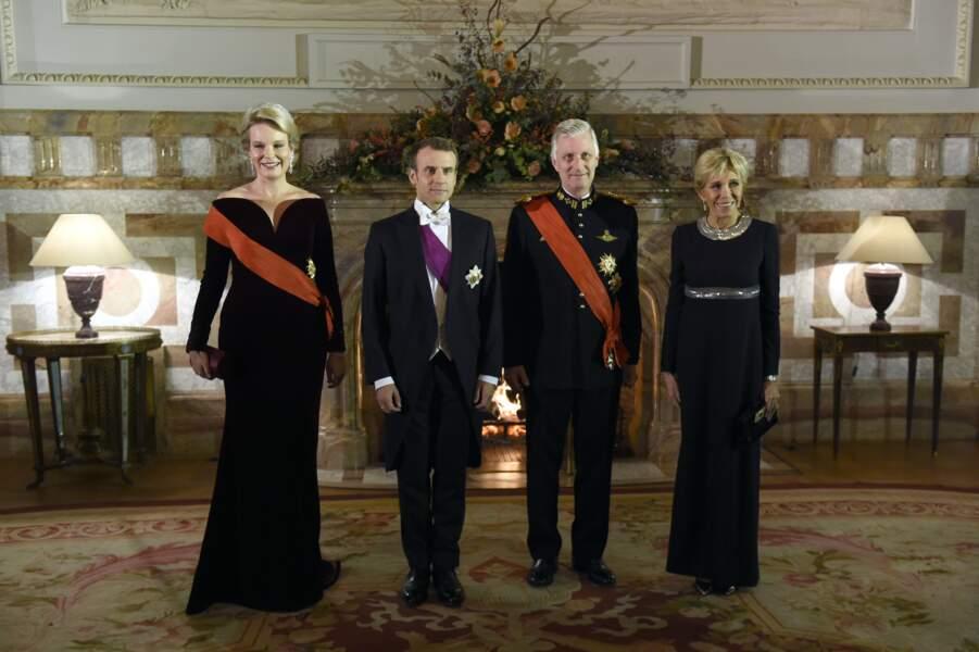 Brigitte Macron ose les paillettes pour un diner de gala. Idéal pour les fêtes !